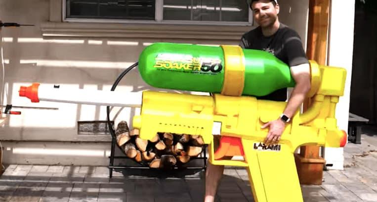 Le plus grand pistolet à eau du monde envoie de l'eau à 497km/h