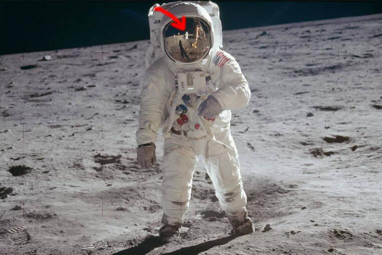 Il n'y a qu'une photo complète du corps de Neil Armstrong marchant sur la lune
