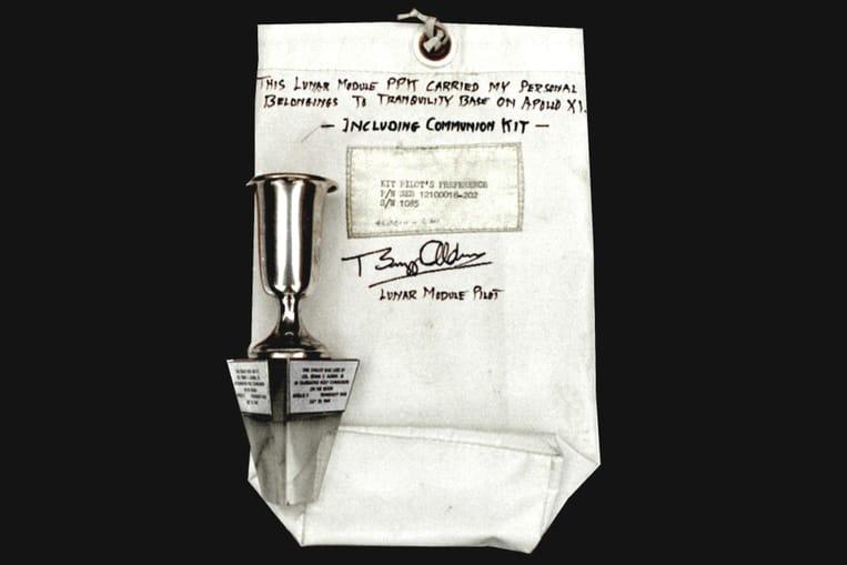 Buzz Aldrin a pris la première sainte communion sur la lune