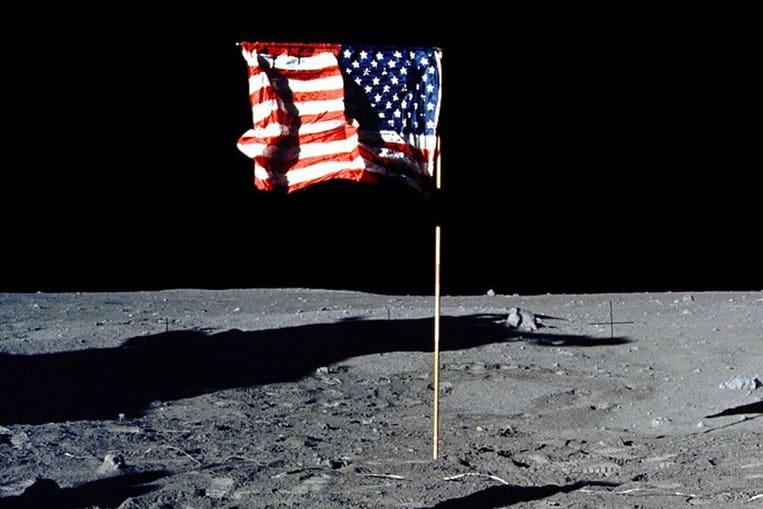 Le drapeau ondulant