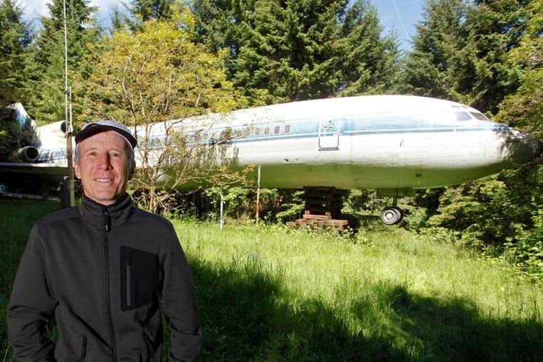 L'homme qui a transformé un Boeing 727 en maison dans les bois