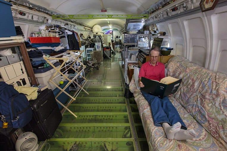 L'intérieur de l'avion converti en maison
