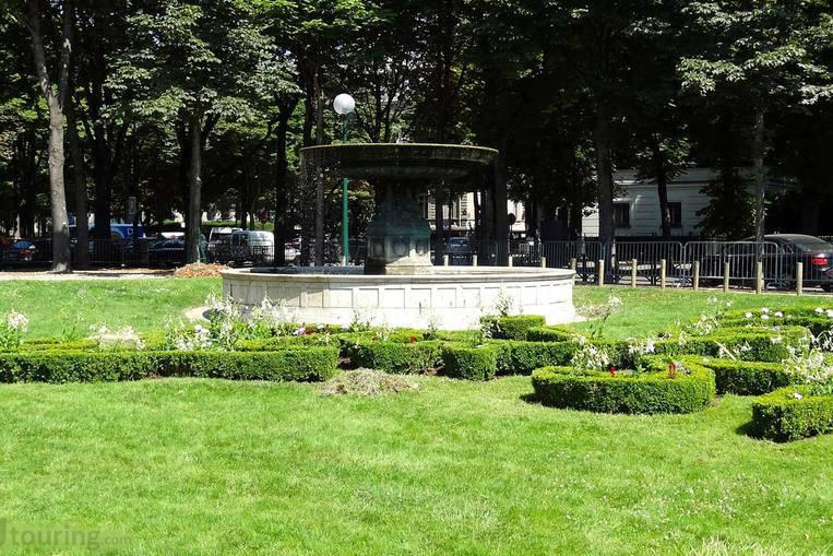 Jardin Des Champs Elysées
