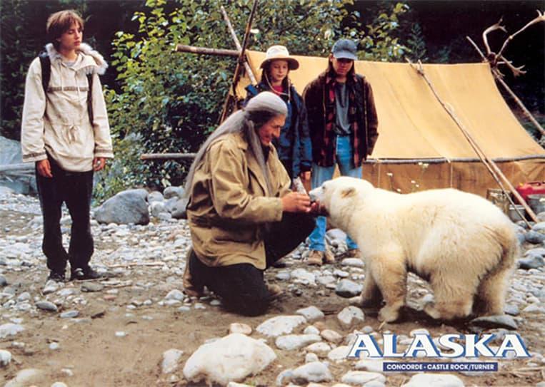 L'oursonne Agee dans le film Alaska en 1996