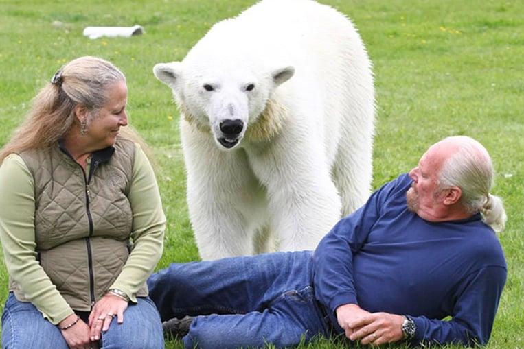 Le seul homme au monde dont le meilleur ami est un ours polaire