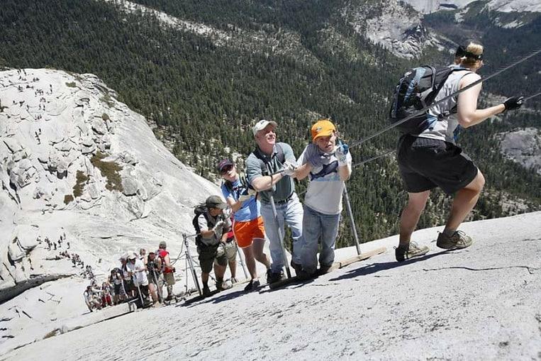 TOP 10: Les randonnées les plus dangereuses du monde